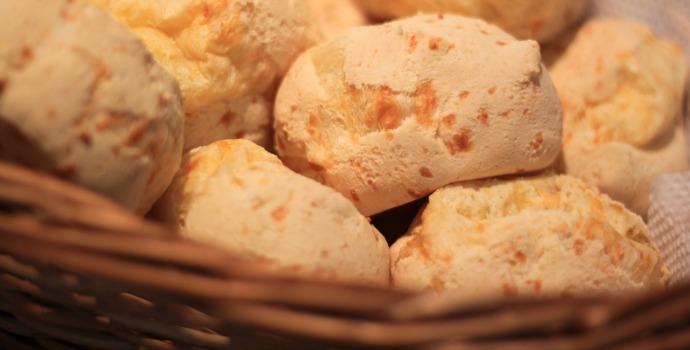 Cesta de pão de queijo