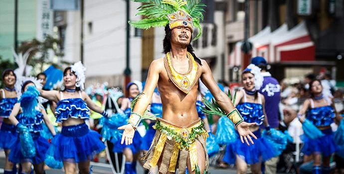 Desfile de escolas de samba no Japão