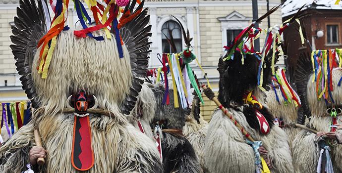 Fantasias ocidentais europeia para o carnaval na Eslovenia