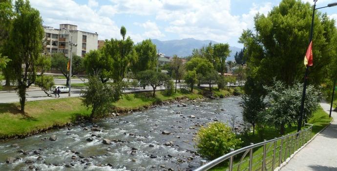 Rio em Cuenca, Equador