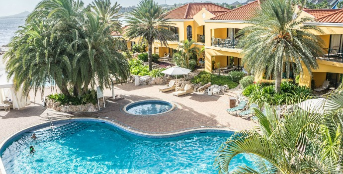 Hotel com piscina no Caribe