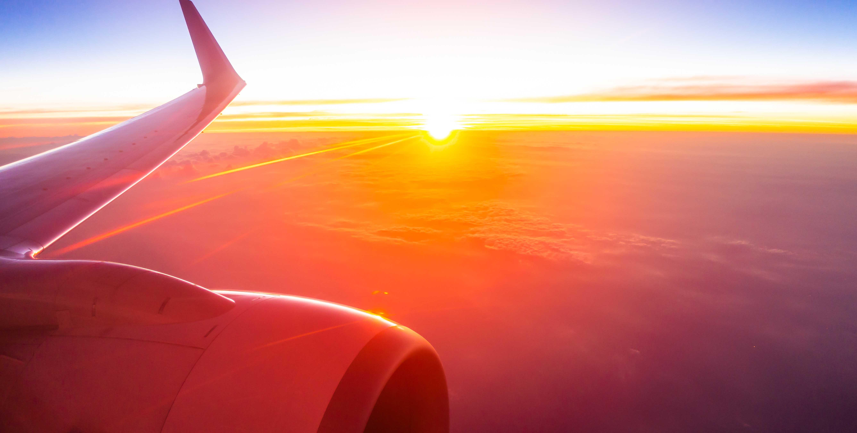 Foto avião no céu