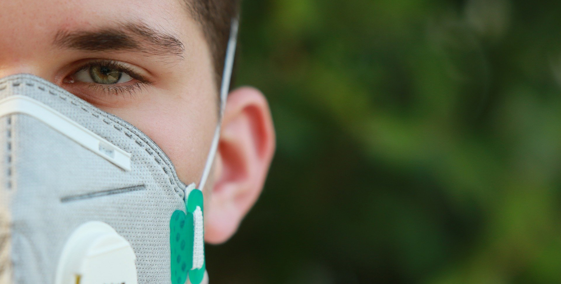 Foto pessoa com máscara